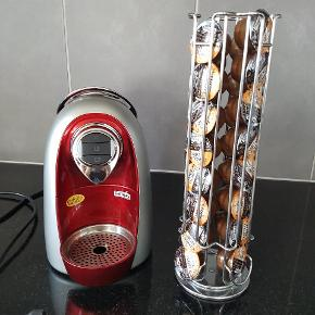 Machine a café Caffitaly Chico d'ouro + présentoir avec 31 capsules de café. En super bon état. A venir chercher a Lausanne-Malley.