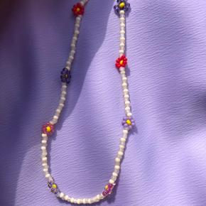 Perle halskæde choker Beige med blomster Lås: forgyldt Sterling sølv Ⓜ️ Mål: 37 cm 💮 Prisen er fast og inkl Porto med postnord