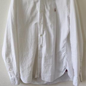 Hvid Ralph Lauren skjorte str. L Fitter tætsiddende men stadig en lidt stor large. God stand