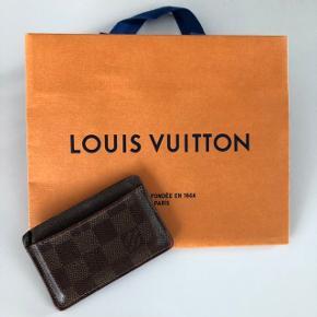 Flot kortholder fra Louis Vuitton i Damier Ebene❤️ Den er brugt en del.
