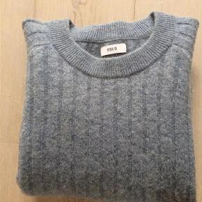 Varetype: Flot støvet lyseblå bluse / sweater brugt 1 gang Størrelse: XS/S Farve: Se billeder Oprindelig købspris: 400 kr.  Envii bluse / sweater - brugt 1 gang. Den er som ny... Sender forsikret med DAO  Handler gerne via mobilpay - ellers plus gebyr :)  Spørg og byd......