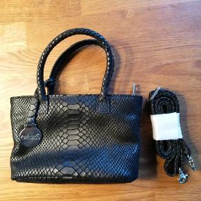 Super lækker festtaske sælges. Tasken er brugt 2 gange, der medfølger rem og dustbag