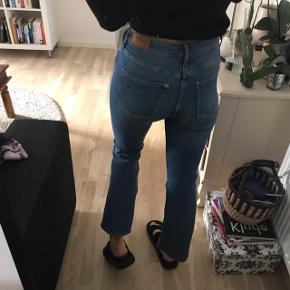 Fede jeans med let flare!