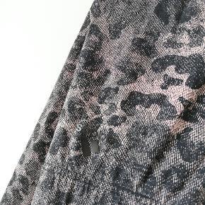 Leopard/animal print.