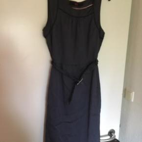 Rigtig fin kjole der er lynlås i siden