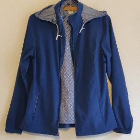 Beautiful and comfortable Lady Hagen  windbreaker golf jacket. You can zip off the inner breathable layer. In perfectstate