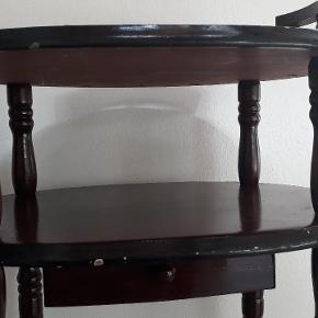 Fint gammelt telefon bord,  se brugsspor på billederne.  Kom med et bud