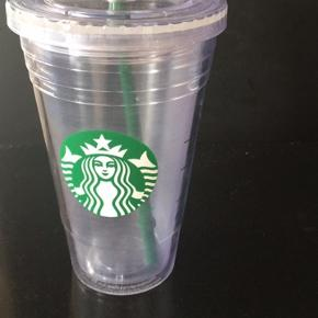 Fed Starbucks drikke-kup i plastic, med isolerende luftlag, så varme og kulde ikke mærkes på fingrene!