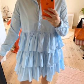 Mega fin kjole fra Envii. Fremstår som ny.  Np 500 kr.  Mp 200 kr.  køber betaler fragt 🌸