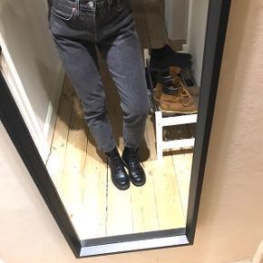 501 -Crop jeans straight leg (farve) dancing in the Dark - størrelse 26. Sendes via dao eller hentes på Nørrebro