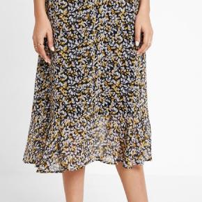 ♡ GEORGINA GZ SKIRT ♡ Midi nederdel ♡ Har elastik og lynlås i taljen ♡ 100% polyester