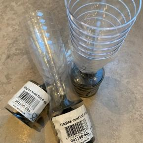 18 champagneglas i plastic. Aldrig brugt  Afhentes i Dragør eller ved Rådhuspladsen.