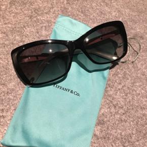 Solbriller fra Tiffany & Co 🕶💕 brugt få gange og fremstår i flot stand - nypris omkring 2800kr