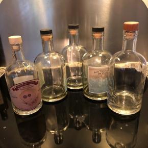 5 flotte flasker (originale romflasker) kan bruges til spiritus eller hjemmelavet snaps.