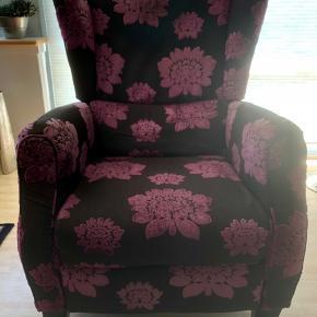 🌺Kom med et bud på denne flotte retroagtige lænestol med vippefunktion og indbygget fodskammel🌺