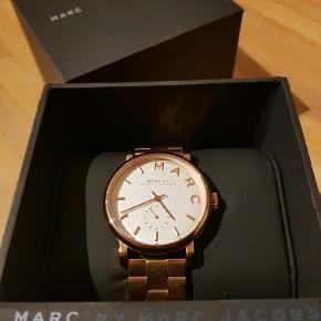 Smukt rødguld ur sælges. Bruges aldrig da jeg har en del andre ure.