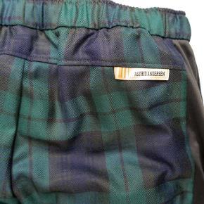 Brugt få gange, er som nye Hættetrøje i samme farve/materiale sælges også Str m: 175-182 cm høj