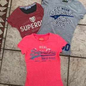 Næsten nye t-shirts som jeg synes var federe end min datter synes 😎. Den grå er str S og de andre xs men de er lig hinanden.  150 + Porto for alle tre!