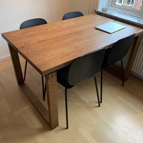 Sælger mit ikea bord, da jeg skal flytte. Det måler 140x85. Kan skilles ad i 4 dele hvis nødvendigt.