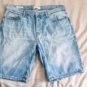 J&J Jeans Shorts, Size M. Waist length - 88 cm around.  Used only a few times - in great condition.  PM for any additional info 😊