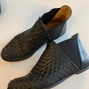 Megafede støvletter, ankelstøvler i blødt læder.