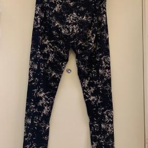 • H&M lange leggings.  • str. L.  • brugt een gang.  • skal hentes i København S.