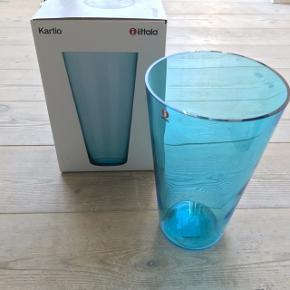 Flot blå kartio glas vase fra iittala.  Brugt to gange 🌸  Kan afhentes i Aarhus C - sendes ikke.