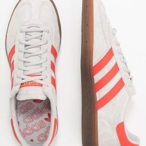 Sælger mine helt nye Adidas spezial. Brugt en enkelt gang. Original kasse følger med. Nypris 749kr sælger til 600kr