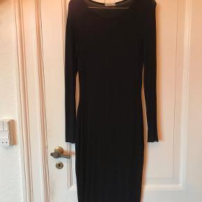 Smuk, tætsiddende kjole fra Topshop. En klassiker i skabet :)