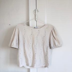 Sød bluse fra ZARA i str m. Næsten som ny. Giver mængderabat🌿