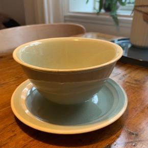 Skål Kan fx bruges som sovseskål  Gammel smukt keramik i pastelgrøn  Byd