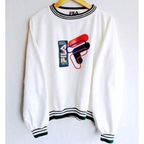 Rare vintage Fila sweatshirt! 🔥🔥 Rare sweatshirt med unikt læder logo på brystkassen! 👌🏼🔥 Ser fed ud oversized!! Dm for flere billeder og spørgsmål!