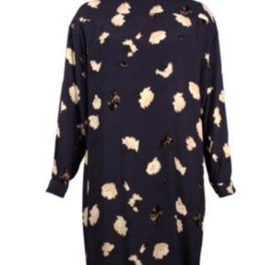 Meget smuk Ganni kjole - kun brugt én enkelt gang, så den fremstår som ny