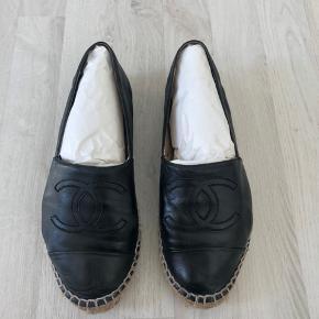 Sælger mine eftertragtede Chanel læder espadrilles.   Pose, dustbag, æske, og kvittering medfølger.