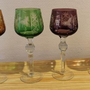 Ældre Rømer vinglas i bøhmisk krystal. Sælges samlet. Fast pris. Højde 21 cm