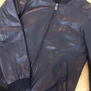 Lamskind jakke fra ZARA. Købt for 2 år siden
