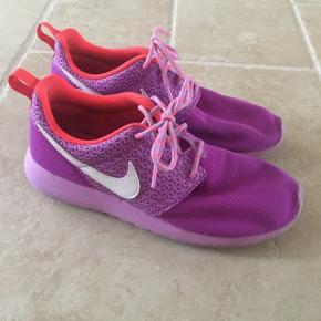 H&M,Envii,Kari Traa,Adidas,Michael Kors,Nike,10 Days,120