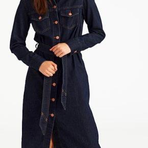 Sælger denne seje denim kjole fra Global Funk, da jeg ikke for den brugt. Brugt meget få gange.