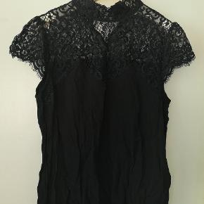 Fin bluse med blonder fra Saint Tropez