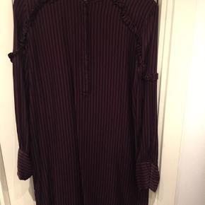 Lækker second Female lang skjorte str.M Brugt 1 gang, er desværre en smule for lille til mig da jeg bruger str.L