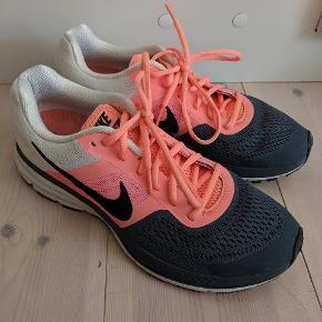 Super flotte Nike pegasus 30 løbesko. Str 43 (jeg bruger en str 41 normalt og de passer mig).