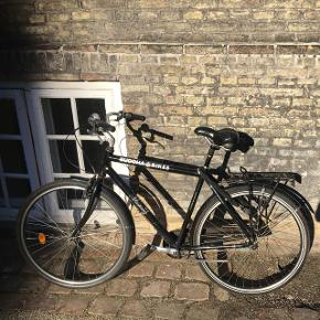 A black bike with 3 gears and safety lock anf functioning breaks. Bought in good and used condition 1 year ago from Buddha bikes 👍