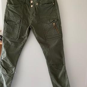 Fede bukser som kun er prøvet på.