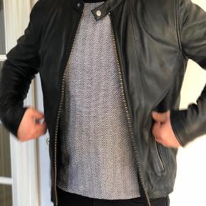 Varetype: Læderjakke Farve: Sort Oprindelig købspris: 2499 kr.