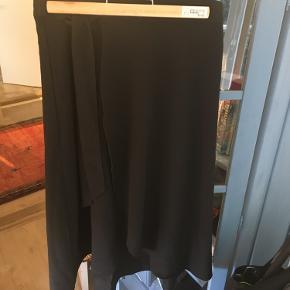 Slå om nederdel fra Monki i størrelse 36☺️