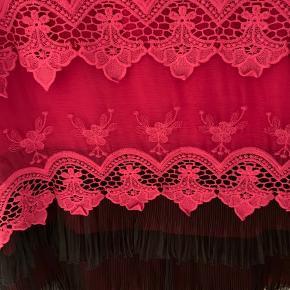 Rød/Bordeaux rød charleston kjole. 88 cm.  Købt i Kina. Meget fint stof.  Pris 300