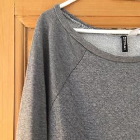 H&M divided trøje str s Grå  Brugt få gange, se alle billeder  Mængderabat gives ved køb af flere af mine annoncer ☺️