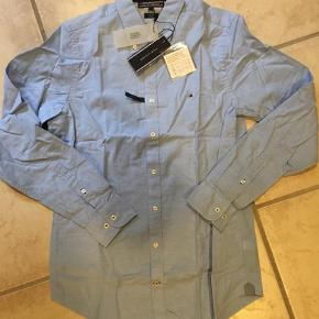 Varetype: LangærmetFarve: Lyseblå Oprindelig købspris: 800 kr.  Fed skjorte i slim Fit med stretch!  Ved TS handel kommer gebyrer oveni :)