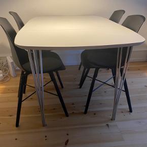 Spisebord fra Idemøbler inkl tillægsplade Model: Haslev nr 3   Størrelsen:  Længde: 136, bredde: 90, højde 71