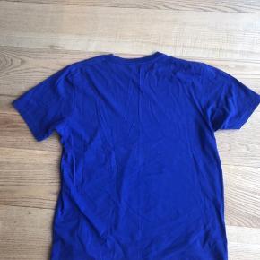 Super lækker blå Carhartt trøje. Sælger da jeg ikke kan passe den.